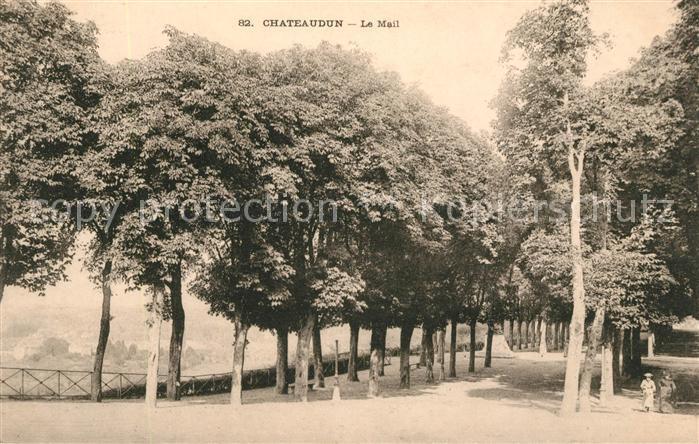 AK / Ansichtskarte Chateaudun Le Mail Kat. Chateaudun