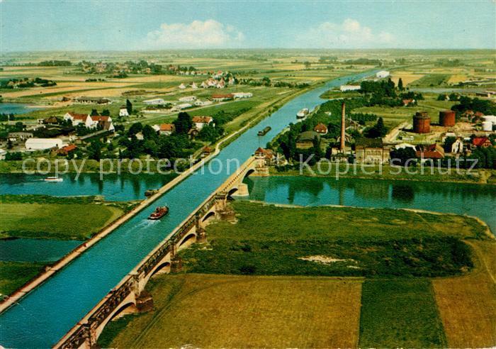 AK / Ansichtskarte Minden Westfalen ueberfuehrung des Mittellandkanals ueber die Weser Fliegeraufnahme Kat. Minden