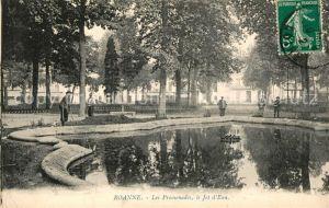 AK / Ansichtskarte Roanne Loire Les Promenades Jet d Eau Kat. Roanne