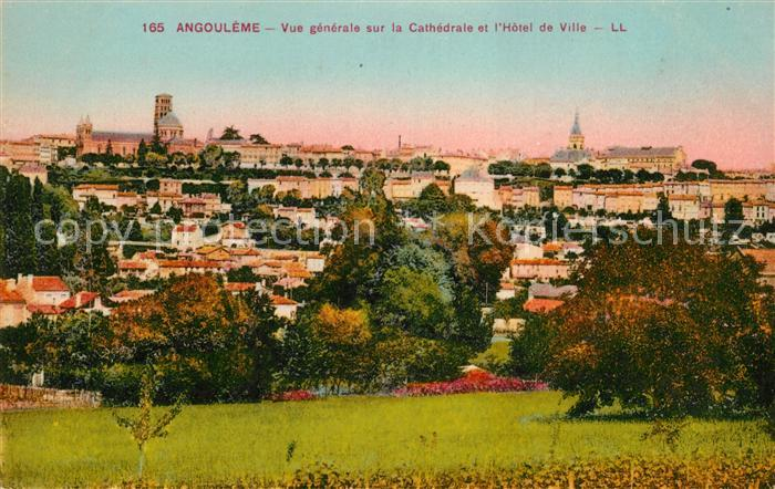 AK / Ansichtskarte Angouleme Cathedrale Hotel de Ville Kat. Angouleme