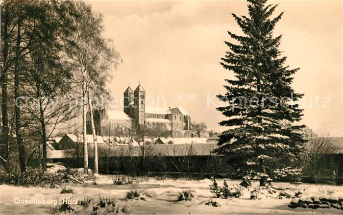 AK / Ansichtskarte Quedlinburg Blick zum Schloss im Winter Kat. Quedlinburg