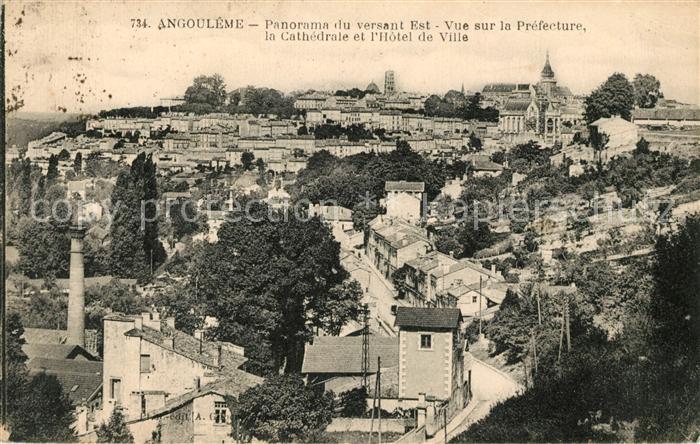 AK / Ansichtskarte Angouleme avec Prefecture Cathedrale et Hotel de Ville Kat. Angouleme