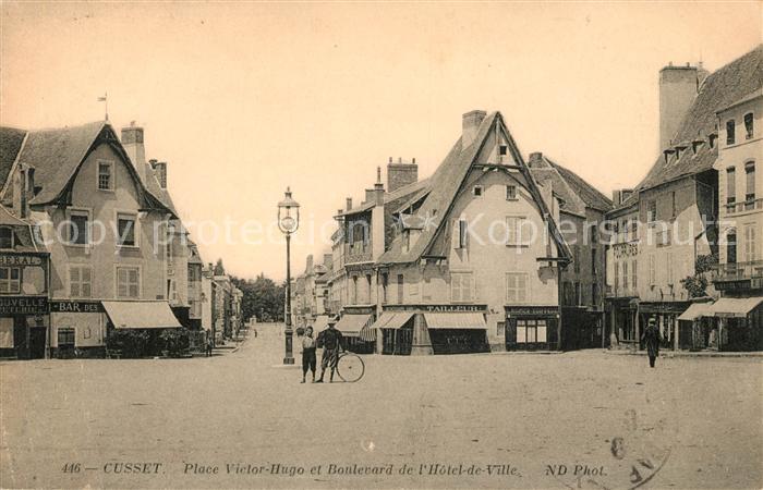 AK / Ansichtskarte Cusset Allier Place Victor Hugo et Boulevard de Hotel de Ville Kat. Cusset