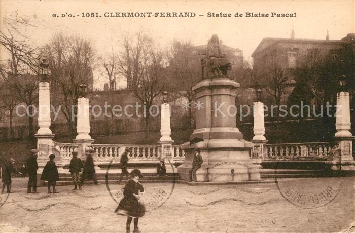 AK / Ansichtskarte Clermont Ferrand Puy de Dome Statue de Blaise Pascal Kat. Clermont Ferrand