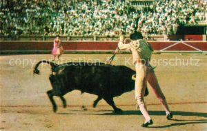 AK / Ansichtskarte Stierkampf Corrida de Toros Par de Banderillas  Kat. Sport