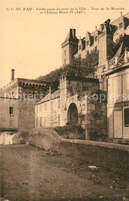Pau Vieille porte entree de la Ville Tour de la Monnaie et Chateau Henri IV Kat. Pau