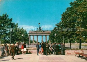 AK / Ansichtskarte Berlin Brandenburger Tor Hauptstadt der DDR Kat. Berlin