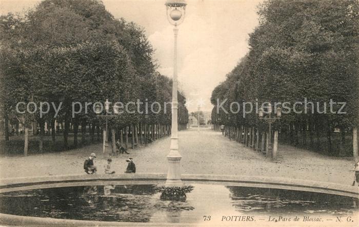AK / Ansichtskarte Poitiers Vienne Le Parc de Blossac Kat. Poitiers