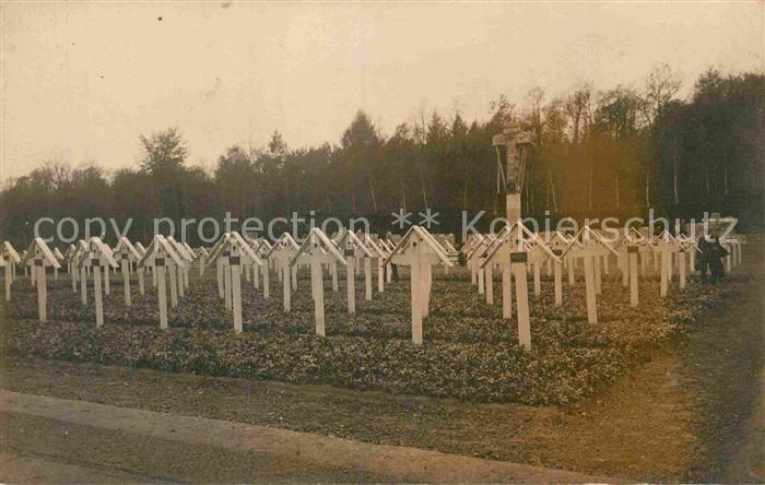 AK / Ansichtskarte Militaria Tod WK 1 Soldatenfriedhof  Kat. Militaria