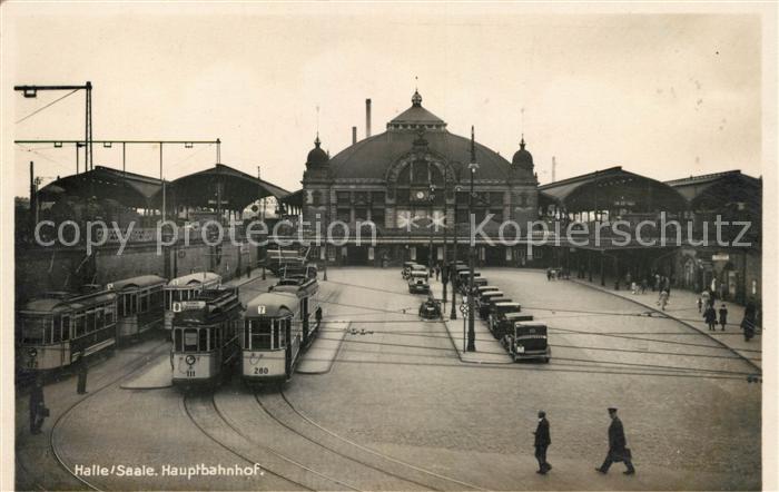 AK / Ansichtskarte Halle Saale Hauptbahnhof Strassenbahnen Kat. Halle