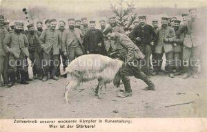 AK / Ansichtskarte Militaria Soldatenleben Zeitvertreib unserer wackeren K?mpfer in Ruhestellung Ziege Tiere