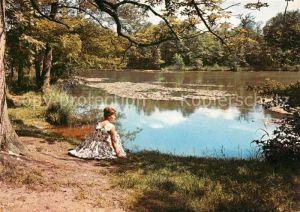 Kranichstein Junge Dame am Teich beim Schloss Kat. Darmstadt