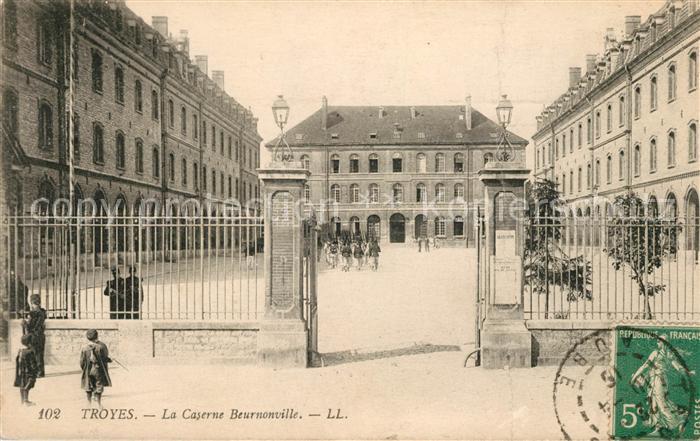 AK / Ansichtskarte Troyes Aube La Caserne Beurnonville Kat. Troyes