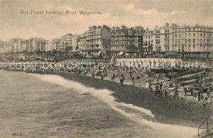 AK / Ansichtskarte Brighton East Sussex Sea Front looking West Beach Kat.