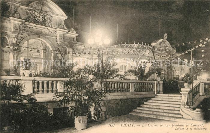 AK / Ansichtskarte Vichy Allier Casino le soir pendant le Concert Kat. Vichy