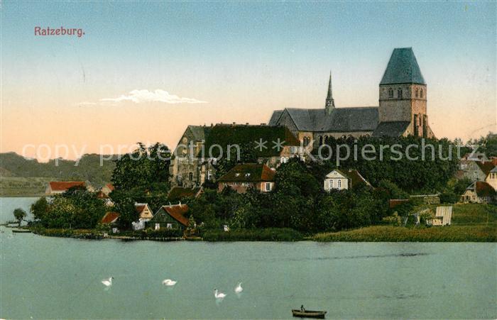 AK / Ansichtskarte Ratzeburg Ansicht vom See aus Blick zur Kirche Naturpark Lauenburgische Seen Kat. Ratzeburg