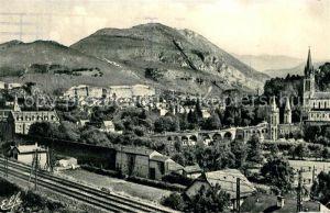 AK / Ansichtskarte Lourdes Hautes Pyrenees Vue generale prise de la Route de Pau Chemin de Fer Eglise Pont Kat. Lourdes