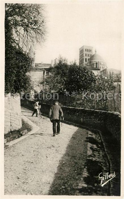 AK / Ansichtskarte Angouleme Rue Saint Martin et Cathedrale Kat. Angouleme