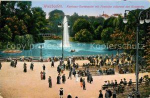AK / Ansichtskarte Wiesbaden Kurhaus Gartenseite mit Fontaine Kurkonzert Kat. Wiesbaden