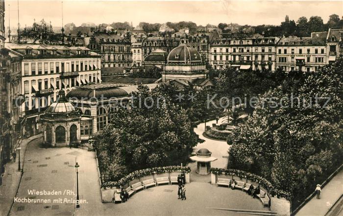 AK / Ansichtskarte Wiesbaden Kochbrunnen mit Anlagen Kat. Wiesbaden