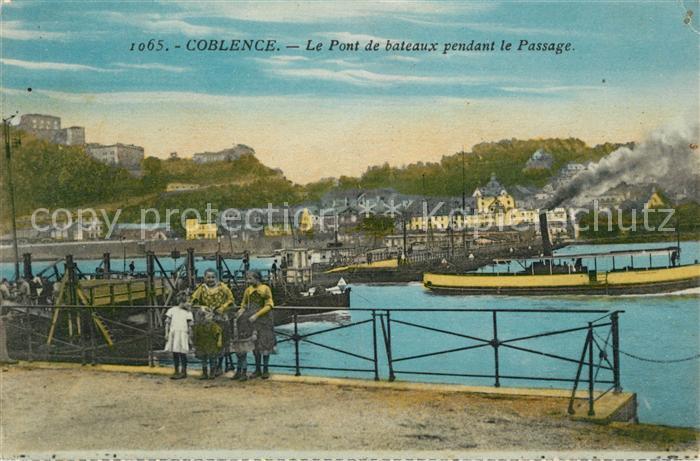 AK / Ansichtskarte Coblence Coblenz Koblenz Le Pont de bateaux pendant le Passage Kat. Koblenz
