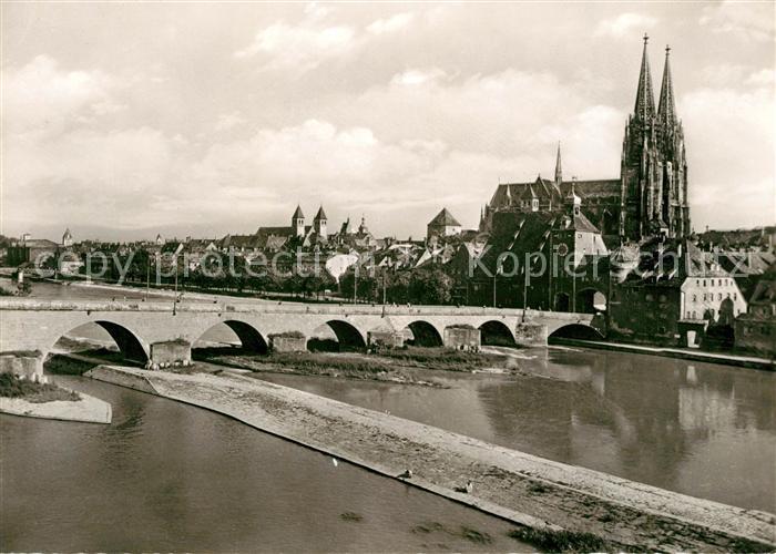 AK / Ansichtskarte Regensburg Donau Steinerne Bruecke und Dom Kat. Regensburg