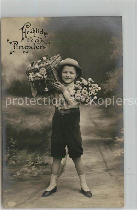 AK / Ansichtskarte Pfingsten Pentecost Pentecote Kind Junge Blumen Foto EAS Nr. 2 Kat. Greetings
