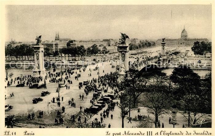 AK / Ansichtskarte Paris Le pont Alexandre III et l'Esplanade des Invalides Kat. Paris