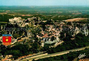 AK / Ansichtskarte Les Baux de Provence Village et les ruines vue aerienne Kat. Les Baux de Provence
