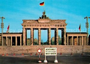 AK / Ansichtskarte Berlin Brandenburger Tor Die Mauer Kat. Berlin