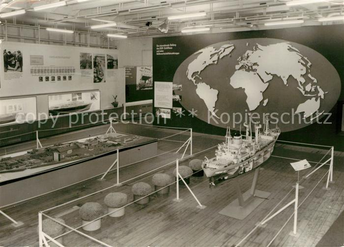 AK / Ansichtskarte Modellbau Traditionsschiff Typ Frieden Rostock Schmarl  Kat. Spielzeug