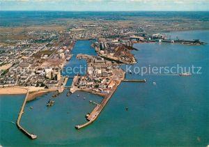 AK / Ansichtskarte Saint Nazaire Loire Atlantique Vue aerienne des chantiers navals Collection Couleurs de Bretagne Kat. Saint Nazaire