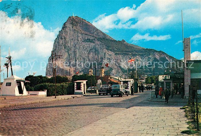 AK / Ansichtskarte Gibraltar Felsen mit Britischer und Spanischer Grenze Kat. Gibraltar