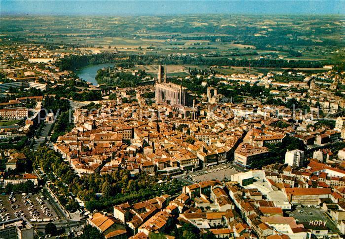 AK / Ansichtskarte Albi Tarn La Vieille Ville Basilique Sainte Cecile Eglise Cloitre Saint Salvy Place du Vigan vue aerienne Kat. Albi