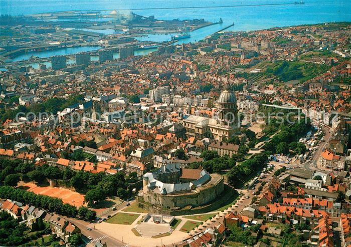 AK / Ansichtskarte Boulogne sur Mer Vue generale aerienne La Basilique Notre Dame le Chateau transforme en Musee et les Tennis Kat. Boulogne sur Mer