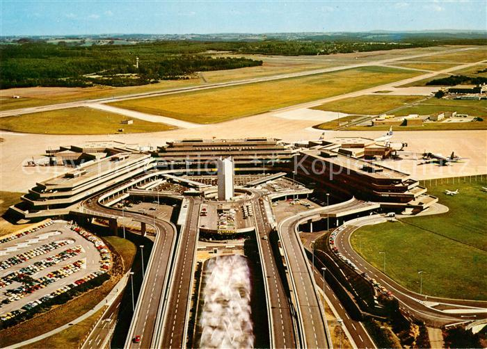 AK / Ansichtskarte Flughafen Airport Aeroporto Koeln Bonn Fluggast Abfertigungshalle Fliegeraufnahme Kat. Flug