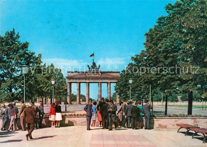 AK / Ansichtskarte Berlin Brandenburger Tor Pariser Platz Kat. Berlin
