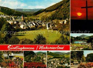 AK / Ansichtskarte Siedlinghausen Panorama Brunnen Kreuz Nachtaufnahme Park Fliegeraufnahme Siedlinghausen Kat. Winterberg
