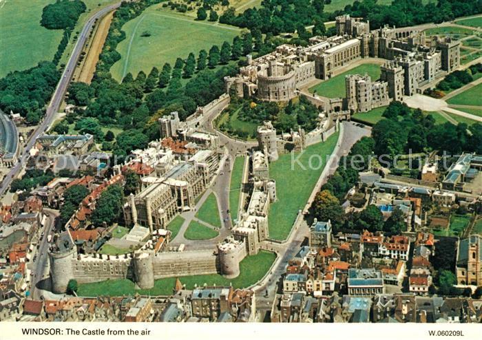 AK / Ansichtskarte Windsor Castle Fliegeraufnahme Windsor Castle Kat. City of London
