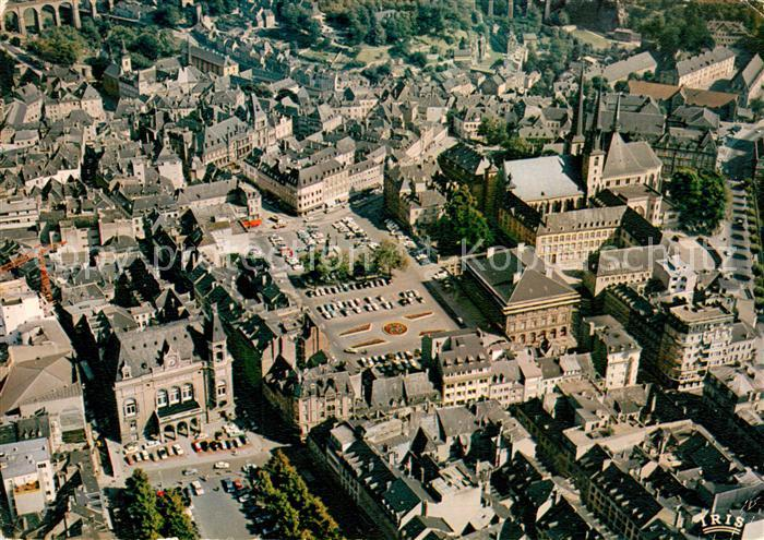 AK / Ansichtskarte Luxembourg Luxemburg Vue aerienne La Pace d'Armes la Place Guillaume et la Cathedrale Luxembourg Luxemburg Kat. Luxembourg