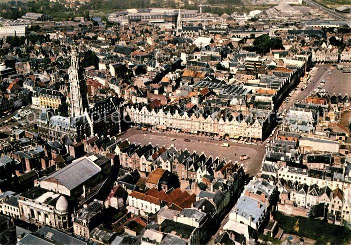 Arras Pas de Calais Vue aerienne de l'Hotel de ville et de la place des Heros Arras Pas de Calais Kat. Arras