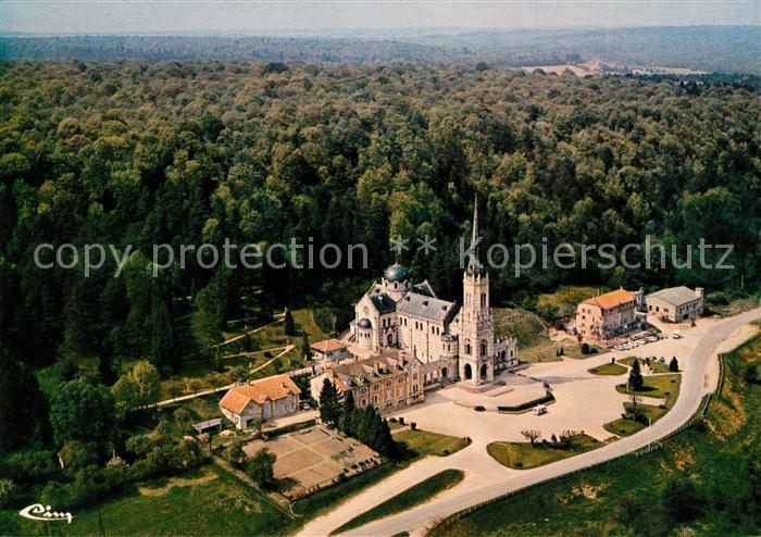 AK / Ansichtskarte Domremy la Pucelle Vosges Fliegeraufnahme Basilique Nationale de Ste Jeanne d Arc Domremy la Pucelle Vosges Kat. Domremy la Pucelle