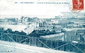 AK / Ansichtskarte Le_Treport Vue de l'Avant Port et de la Gare Le_Treport Kat. Le Treport