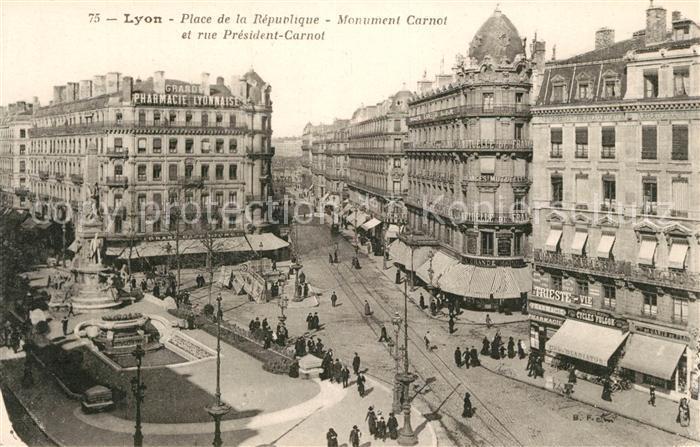 AK / Ansichtskarte Lyon_France Place de la Republique Monument Carnot et rue President Carnot Lyon France Kat. Lyon