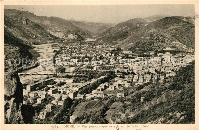 AK / Ansichtskarte Digne les Bains Vue panoramique vers la vallee de la Bleone Digne les Bains