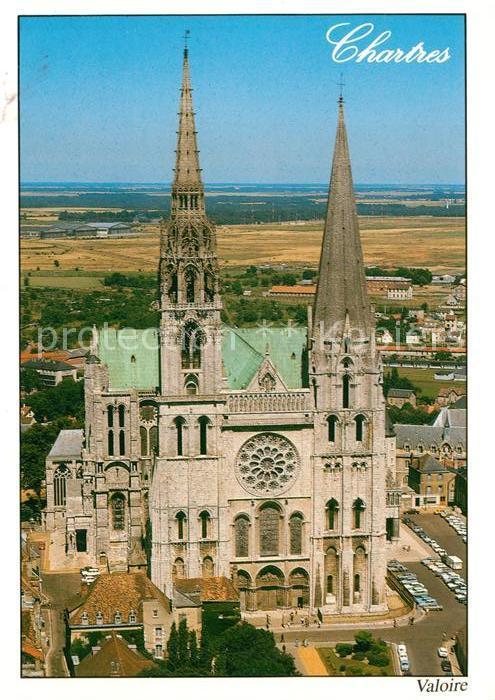 AK / Ansichtskarte Chartres_Eure_et_Loir Vue aerienne de la cathedrale du XIIe siecle Chartres_Eure_et_Loir