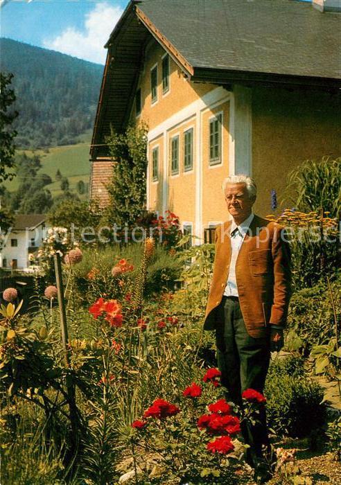 AK / Ansichtskarte Wagrain_Salzburg K.H. Waggerl vor seinem Wohnhaus Wagrain Salzburg