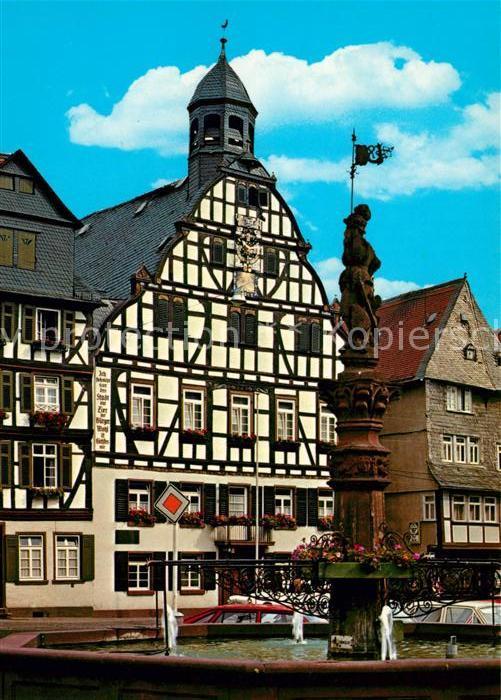 AK / Ansichtskarte Butzbach Brunnen Marktplatz Rathaus Fachwerkhaeuser Butzbach