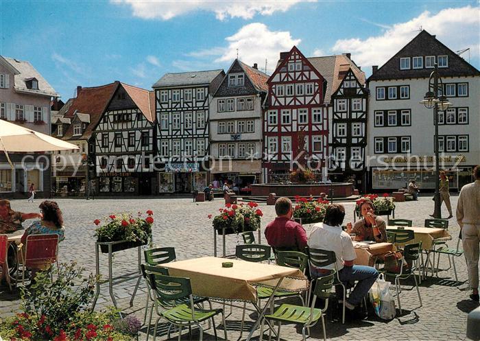AK / Ansichtskarte Butzbach Marktplatz Strassencafes Brunnen Fachwerkhaeuser Altstadt Butzbach