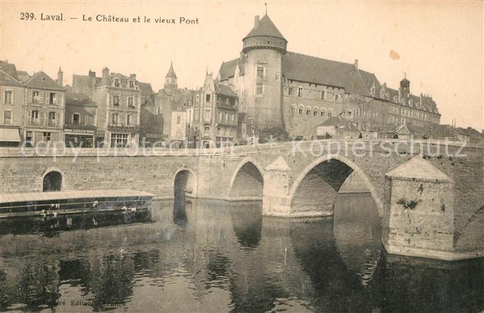 AK / Ansichtskarte Laval_Mayenne Le Chateau et le vieux Pont Laval Mayenne